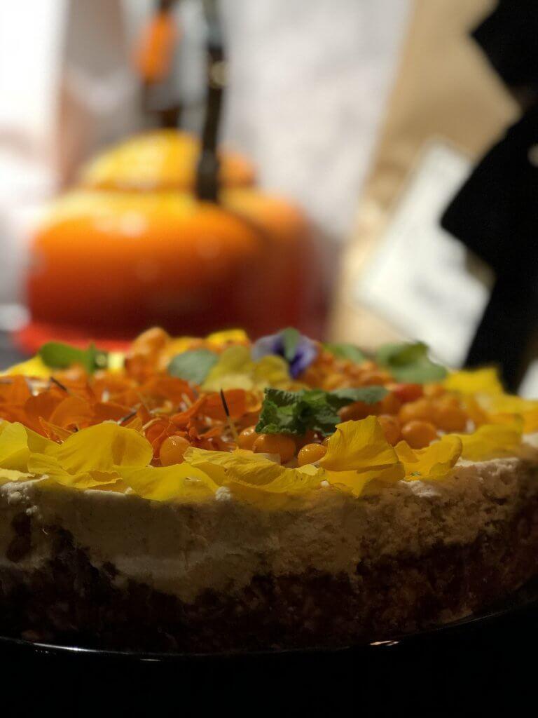 Kokos cheesecake med blomblad