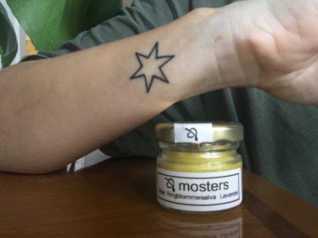 vad ska man smörja tatuering med