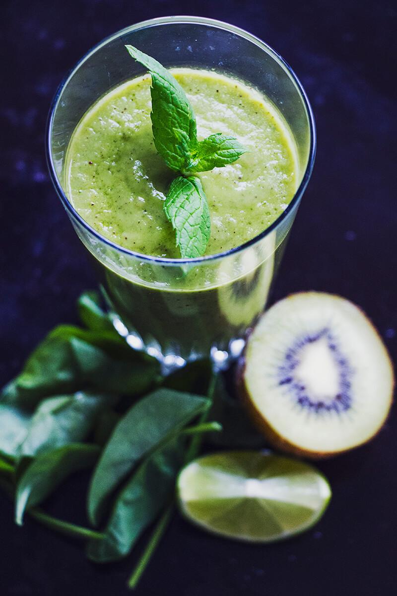 grön_smoothie_med_mynta_ananas_foto_hanna_göransson