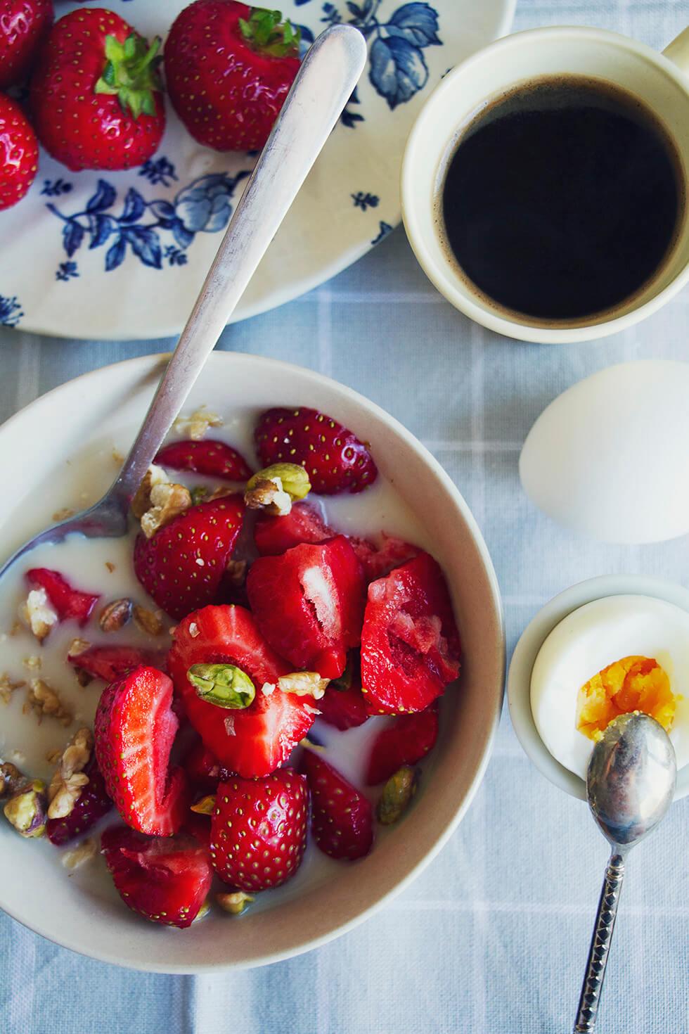 jordgubbar_med_pistagemjolk_hurbrasomhelst.se