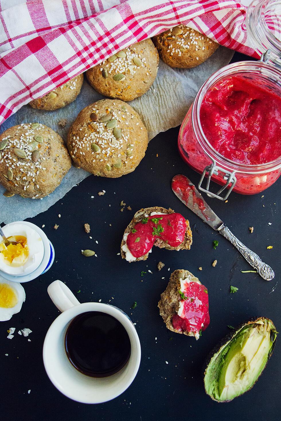 saftiga_enkla_glutenfria_frukostbrod_halsosam_jordgubbsmarmelad_2