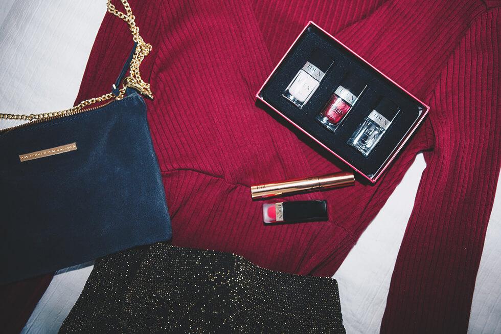 Festlig juloutfit med matchande naglar och läppstift