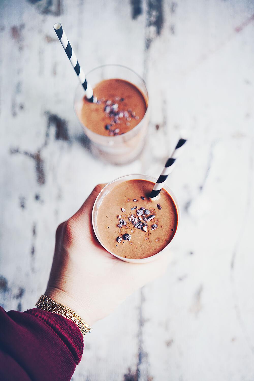 Proteinrik smoothie med choklad och jordnötssmör