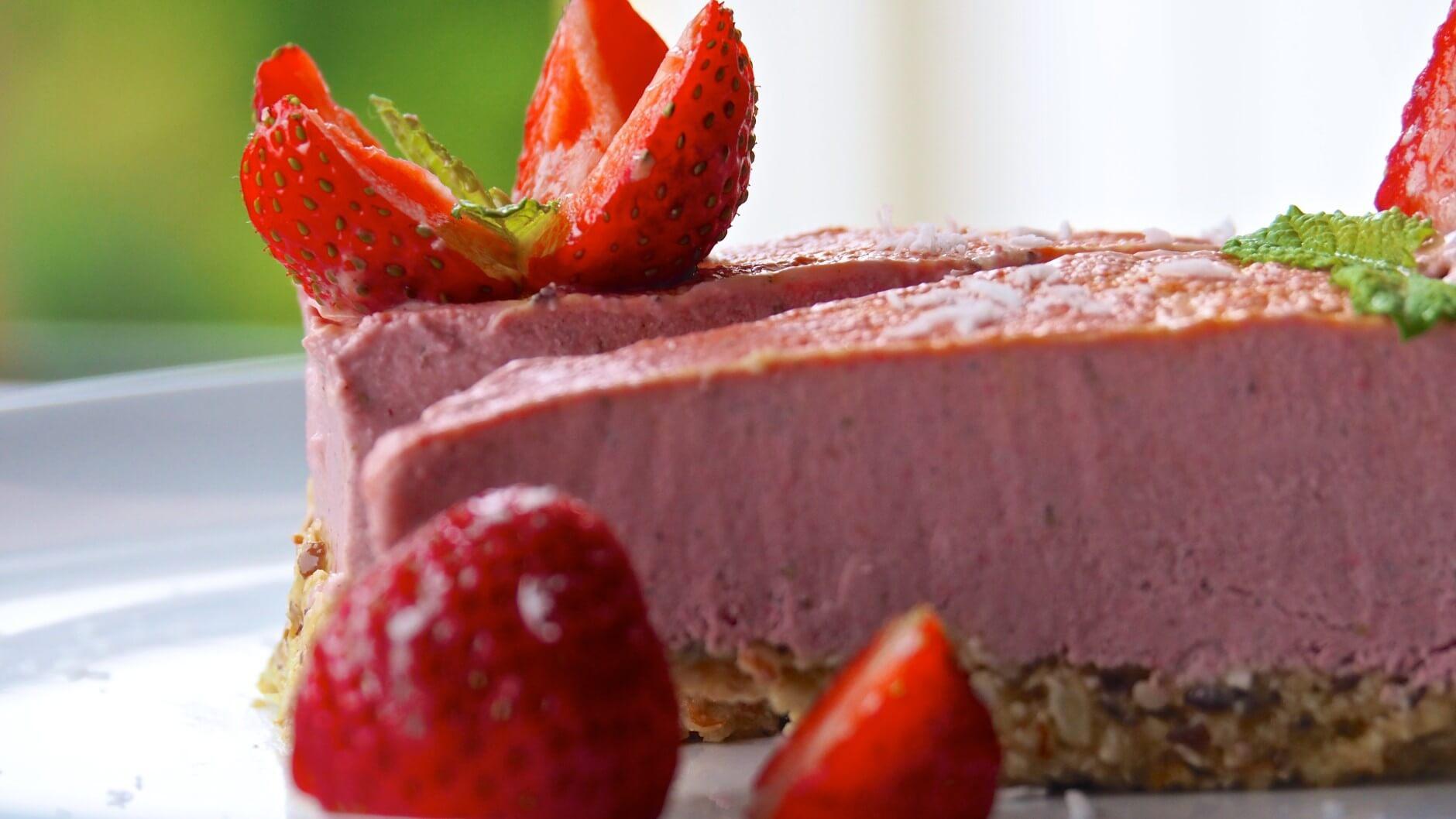 Raw jordgubbkaka