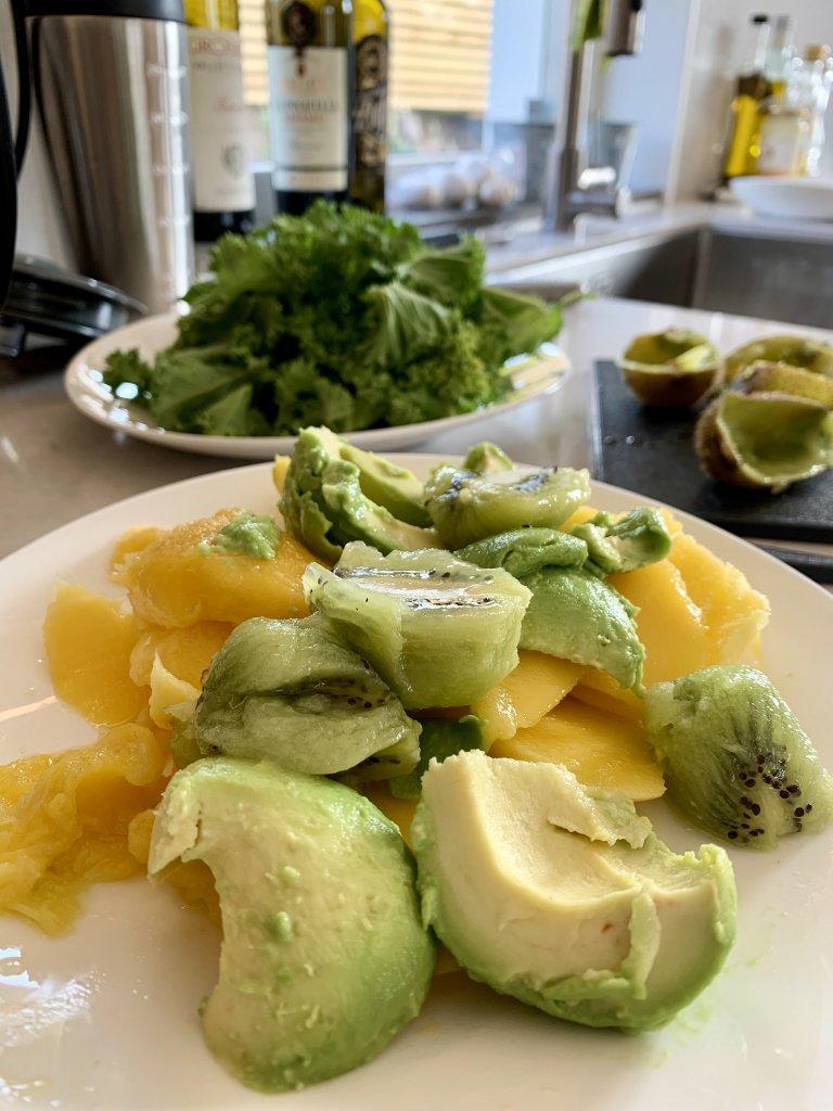 smoothie med grönskaker och frukt